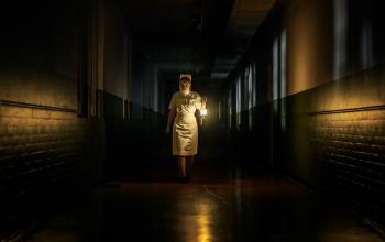 The Power: il trailer dell'horror diretto da Corinna Faith