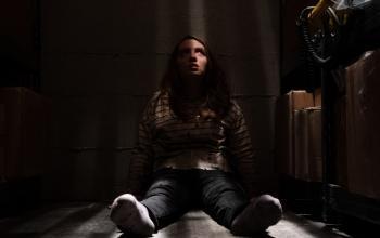 Run: è online una nuova clip del film con Sarah Paulson
