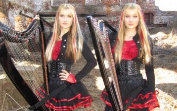 Il ritorno delle Harp Twins: quando l'arpa diventa metal