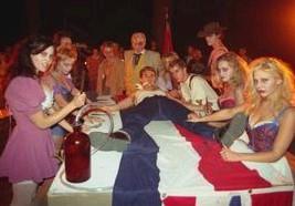 Una scena di 2001 maniacs