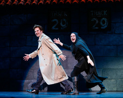 """Il Dr. Frankenstein e Igor (Cristopher Fitzgerald) cantano """"Togheter Again For The First Time"""""""
