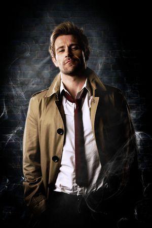 Immagine promozionale con Matt Ryan nei panni di Constantine