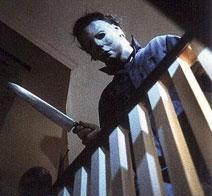 Michael aspetta Kevin con il coltello pronto...