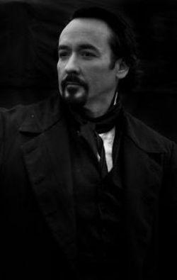 John Cusack nei panni di Poe