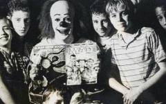 "Tim Curry parteciperà al documentario ""Pennywise: The Story of IT"""
