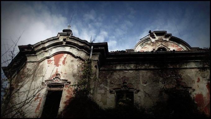 Freschi luoghi infestati villa de vecchi for Case di tronchi freschi
