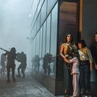 Extinction: il trailer del film con Michael Pena e Lizzy Caplan