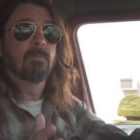 What Drives Us: Dave Grohl chiacchiera con le leggende del rock nel nuovo documentario